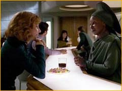 Guinan et Beverly Crusher