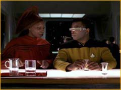 Guinan et Geordi La Forge au bar