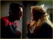 Chakotay embrasse Riley